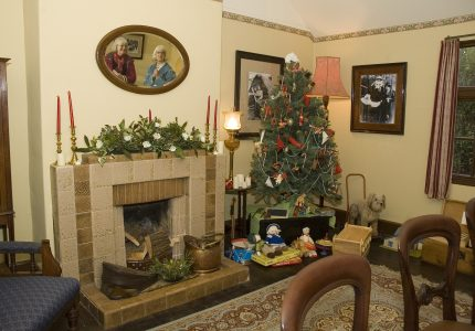 Victorian-Christmas-Tag-Decorating-Ideas-For-Your-Home